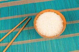 rijst en eetstokjes foto