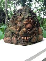 standbeeld van rahu (de zwarte reus die de maan eet)