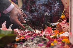 offer in hindoeïstische tempel in nepal foto