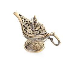 Aladdin magische lamp geïsoleerd op wit foto
