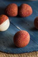gezonde biologische rode lychee foto