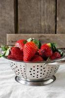 verse aardbeien in een kom foto