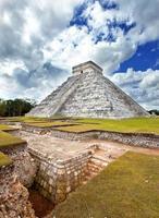 kukulkan piramide in chichen itza op de yucatan, mexico foto