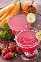 smoothies met meloen, sinaasappel en aardbei foto