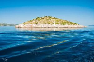 eiland in de zee, Kornati National Park, Kroatië foto