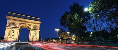 panoramische arc de triomphe bij nacht