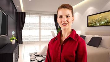 reizende blanke zakenvrouw in een hotel interieur foto