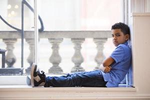 jongen pruilend foto