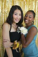 twee vrienden bij sociale dans foto