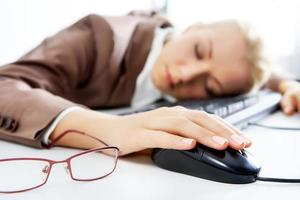 slapen op de werkplek foto