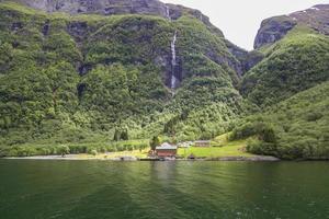huisjes in de bergen, Flam, Noorwegen foto