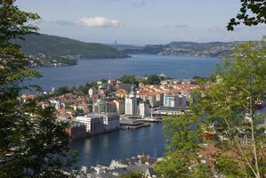 uitzicht op de stad bergen vanaf Fløien, Noorwegen foto