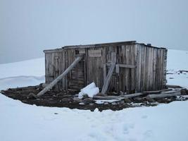 verlaten trapperscabine, Svalbard, Noorwegen. foto