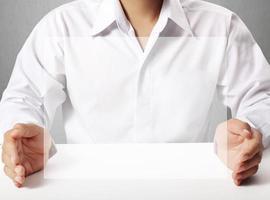 touchscreen-knop in de hand foto
