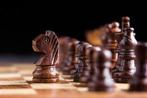 zwart houten paard foto