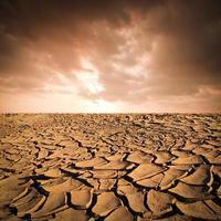 droge gebarsten aarde achtergrond foto
