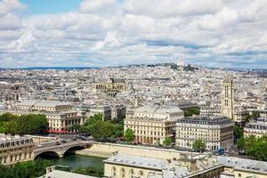 panoramisch uitzicht over Parijs vanaf de Notre Dame kathedraal in Parijs, Frankrijk foto