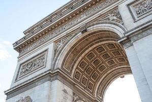 boog van triomfdetail in Parijs, Frankrijk. foto