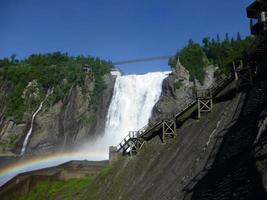 regenboog bij la chute montmorency foto