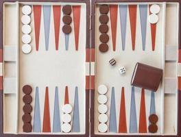 backgammon set met dobbelstenen foto