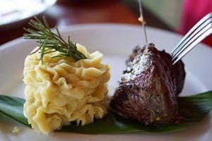 biefstuk en aardappelpuree foto