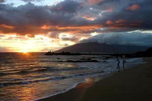 zonsondergang in Kihei, Hawaï foto