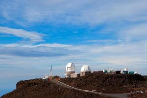 Hawaiin observatorium bij haleakalā krater foto