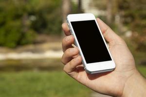 smartphone in het park foto