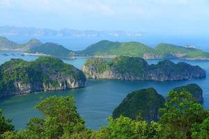 cat ba-eilanden en rotsformaties foto