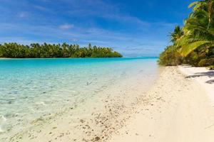 aitutaki lagune, een voet eiland foto