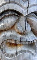 close-up van Hawaiiaans snijwerk