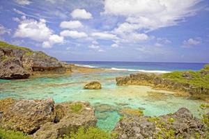uitzicht over limu zwembaden richting de oceaan, niue.