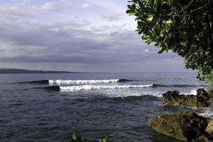 filippijnen, mindanao, oostelijke provincie davao, kustlijn foto