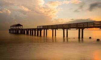 lange blootstelling waimea pier kauai foto