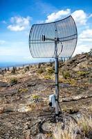 communicatie relais schotel in vulkaan nationaal park foto