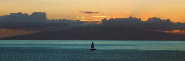 zonsondergang over de Stille Oceaan foto
