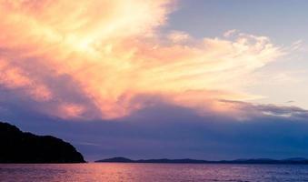 zonsondergang van de zee van japan foto