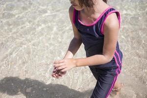 meisje op het strand foto