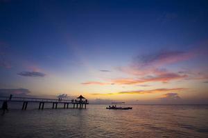 zonsondergang van ishigaki-eiland foto
