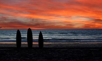 silhouet van surfplank foto
