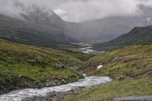 rivier vallei in Sarek National Park, Zweden