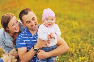 gelukkig gezin, moeder en lieve dochter. foto