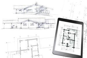digitale tablet op schets en blauwdruk foto