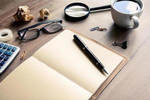 bureau kantoor zakelijke financiële boekhouding berekenen foto