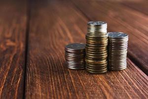 munten op het bureau foto