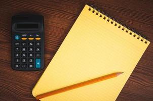 boodschappenlijstje met rekenmachine foto