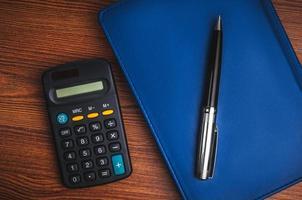 notitieblok met rekenmachine foto