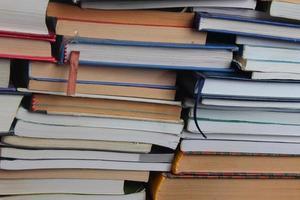 stapel fascinerende boeken foto