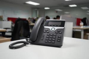 voice over ip-telefoon op kantoor foto