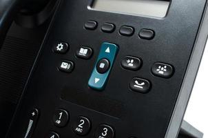 knoppen op een zwarte bureautelefoon foto